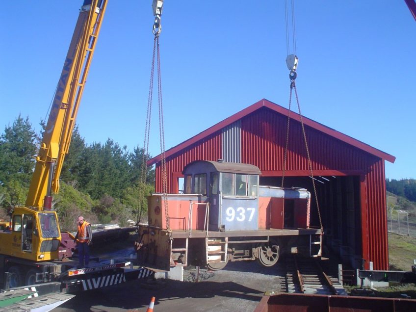Twin cranes unloading Tr189 (TR937) at Maymorn